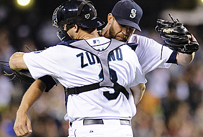 Mike Zunino and Tom Wilhelmsen soak in the victory, which extends the longest current winning streak in the majors.  (USATSI)