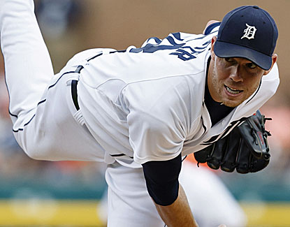 Doug Fister pitches eight impressive innings for the Tigers, allowing three hits and an unearned run. (USATSI)