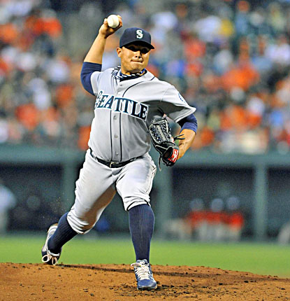 Mariners' pitcher Erasmo Ramirez retires 18 of the first 20 batters he faces and strikes out six in the win. (USATSI)