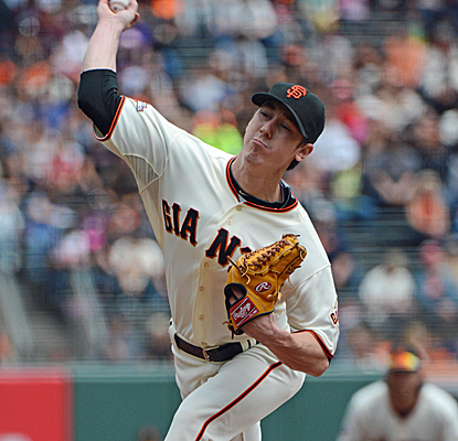 Tim Linceum throws eight shutout innings for his second complete game of the year in a Giants win.  (USATSI)