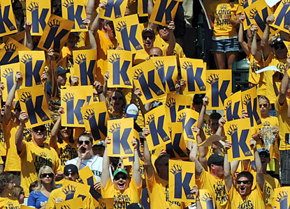 Kings Court is in full session as Felix Hernandez produces eight sharp innings en route to his 12th win. (USATSI)