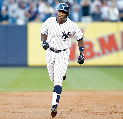 Alfonso Soriano clubs two more home runs, giving him four blasts and 13 RBI in the past two games. (USATSI)