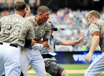 Will Venable (center) celebrates after hitting the winning home run during the ninth inning to beat the Mets. (USATSI)