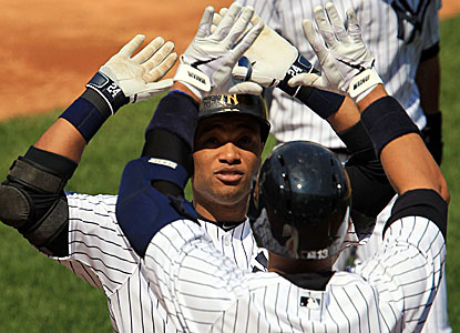 Robinson Cano hits his 200th career home run, a three-run shot, during the Yankees' 8-4 win over the Blue Jays.  (USATSI)
