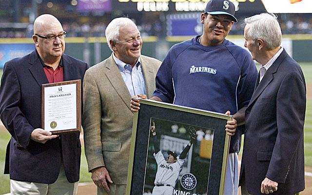 The Mariners under Zduriencick, left, are at risk of a fourth-straight losing season. (USATSI)