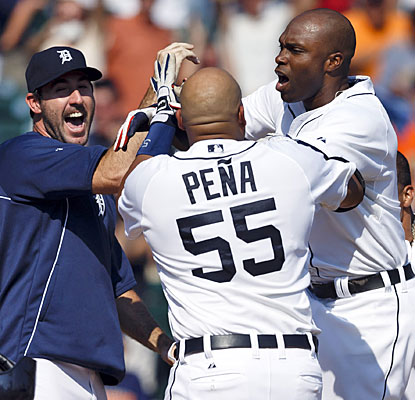 Justin Verlander and Brayan Pena lead the celebration as Torii Hunter crosses the plate after his walk-off home run.  (USATSI)