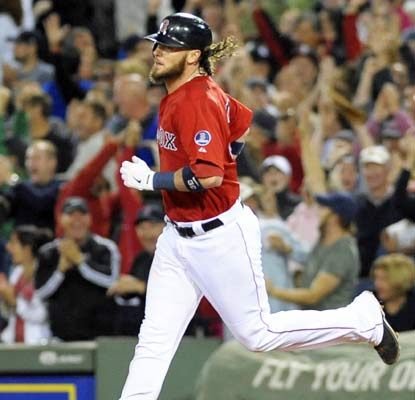 Jarrod Saltalamacchia hits a grand slam in the seventh inning as the Red Sox go on to their 15th win in 19 games.  (USATSI)