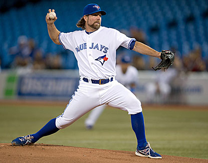 Toronto knuckleballer R.A. Dickey (13-12) retires the final 11 Yankees he faces and 15 of the last 16. (USATSI)