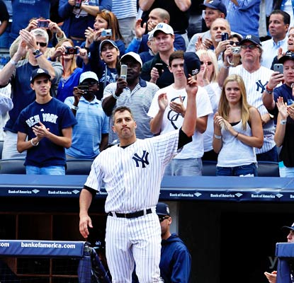 It's an emotional day in the Bronx as Andy Pettitte salutes the crowd in his final home start for the Yankees.  (USATSI)