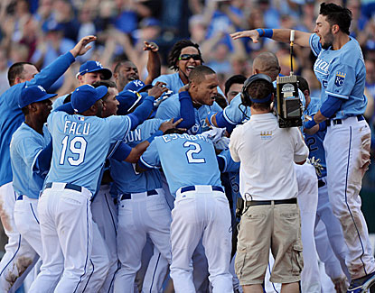 The Royals celebrate Justin Maxwell's game-winning grand slam, which ends the Rangers' chances at an AL West title. (USATSI)