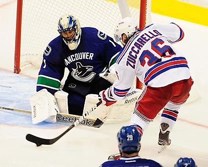 Mats Zuccarello and the Rangers pepper Roberto Luongo with 41 shots, but the veteran stops them all.  (USATSI)