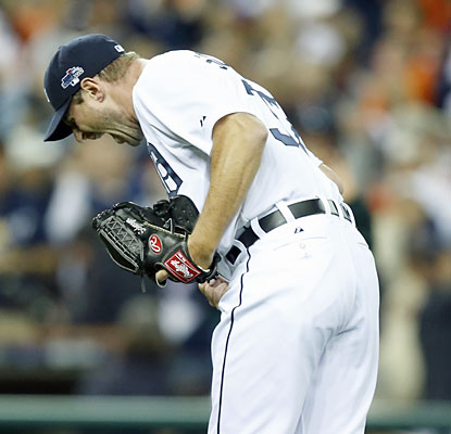 Coming in as a relief pitcher, Max Scherzer escapes a bases-loaded jam in the eighth to help the Tigers keep their lead. (USATSI)