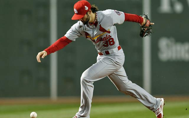 Pete Kozma's Cardinals are the latest Fenway visitors to struggle at the outset in Game 1. (USATSI)