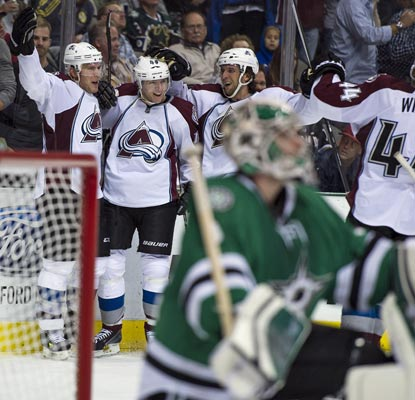 The Avalanche celebrate Paul Stastny's game winner that comes 3:36 into overtime against the Stars.  (USATSI)
