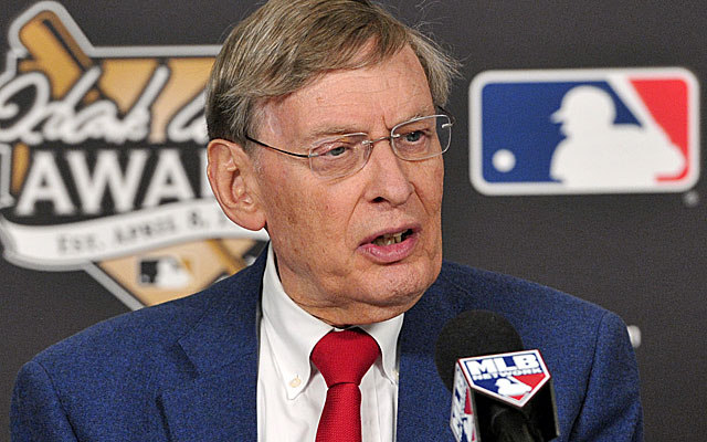 In brief chat, Selig offers no hint he may change mind about retirement