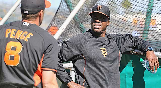 A slimmer Barry Bonds chats with Giants OF Hunter Pence in camp in Scottsdale, Ariz. (USATSI)