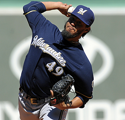 Yovani Gallardo turns in another terrific outing, lowering the Brewers' starters' ERA to 1.65 for the year.  (USATSI)
