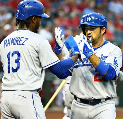 There aren't any pool parties for the Dodgers, but they get the win in their first game back in Chase Field.  (USATSI)