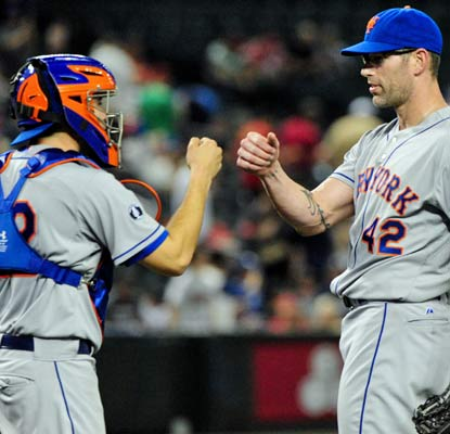 Kyle Farnsworth (right) finishes off a three-hitter for the Mets, who roll to a 9-0 win at Chase Field.  (USATSI)