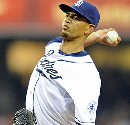 Tyson Ross allows just four hits, striking out nine in eight scoreless innings as the Padres top the Giants.  (USATSI)