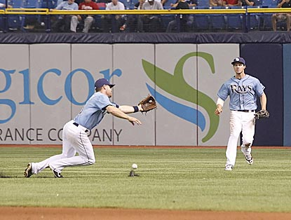Tampa Bay's Logan Forsythe dives but fails to catch Alfonso Soriano's pop-fly single in the 12th inning.  (USATSI)