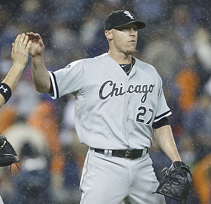 White Sox closer Matt Lindstrom finishes off the Tigers for his second save of the season. (USATSI)