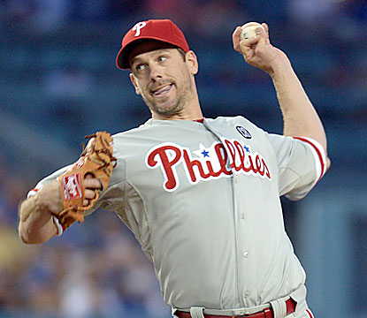 Cliff Lee yields just four hits through eight shutout innings while striking out 10 batters in the dominant effort. (USATSI)