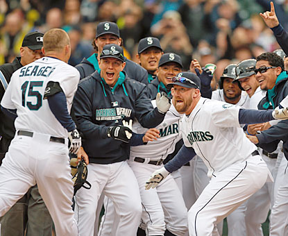 Kyle Seager breaks out of a slump with two home runs -- including the walk-off shot -- and a career-high five RBI. (Getty Images)