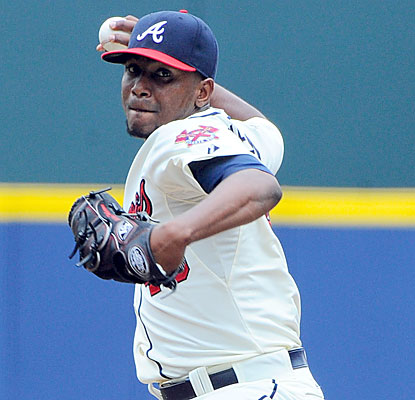 The Braves' Julio Teheran and the Reds' Johnny Cueto (not shown) combine for 16 shutout innings in a pitching duel of aces. (USATSI)