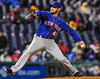 Mets starter Jonathan Niese allows one run in seven innings to pick up a wet win in Philadelphia. (USATSI)