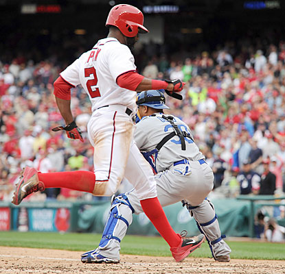 Denard Span scores the Nationals' go-ahead run off a sac fly in the fifth inning. (USATSI)