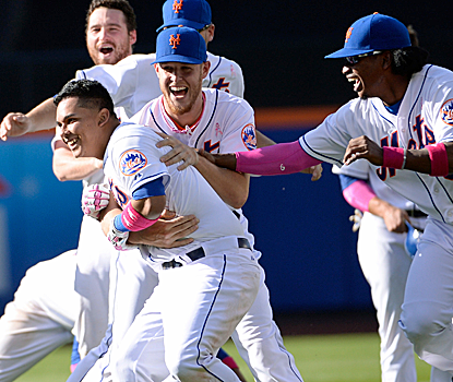 Ruben Tejada wins it with an 11th-inning single as the Mets halt their five-game losing streak.  (USATSI)
