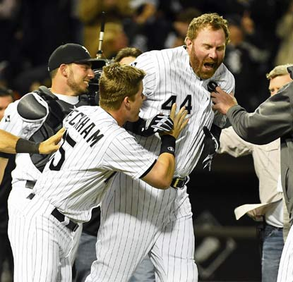 Adam Dunn dials long distance to send the White Sox into a tizzy with a dramatic win over the Yankees.  (USATSI)