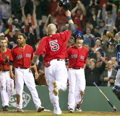 Jonny Gomes comes home to score on A.J. Pierzynski's triple in the bottom of the 10th inning.  (USATSI)