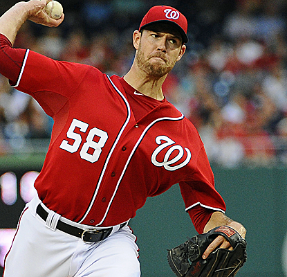 Doug Fister throws eight scoreless innings as the Nats jump back into first place in the NL East.  (USATSI)
