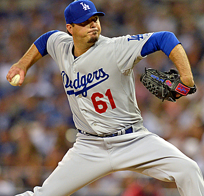 Josh Beckett continues to deliver for the Dodgers, allowing just four hits in seven strong innings. (USATSI)
