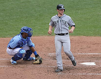 Seattle's Mike Zunino ties the game by scoring on Willie Bloomquist's double in the fifth inning.  (Getty Images)