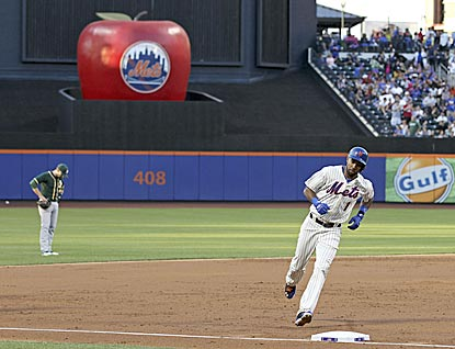 Chris Young and the Mets give the Citi Field home run apple a rare rigorous workout.  (USATSI)