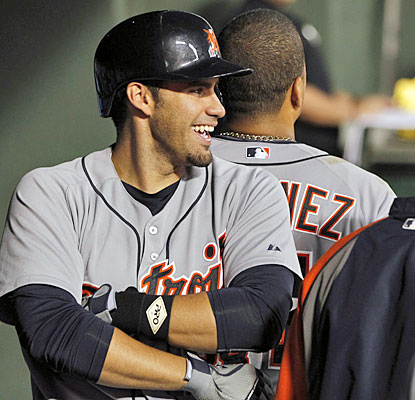 J.D. Martinez and Victor Martinez hit back-to-back HRs in the fifth to help hand Texas its seventh loss in a row. (USATSI)