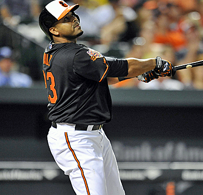Nelson Cruz ties for the major-league lead with his 25th home run as the O's split a doubleheader. (USATSI)