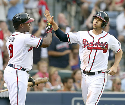 Andrelton Simmons delivers for the surging Braves, who win a season-best six straight games. (USATSI)