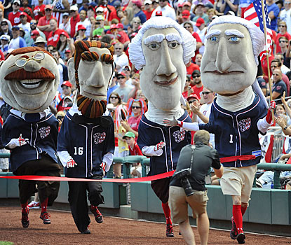 Flag-waving George Washington leads the Presidents across the finish line in the July 4 race at Nationals Park.  (USATSI)