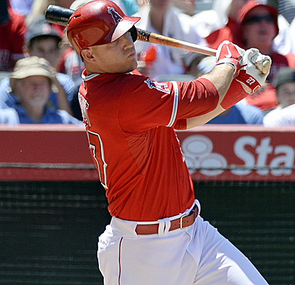 Mike Trout raises his average to .308 with a 1-for-3 day as the Angels sweep the Astros.  (USATSI)