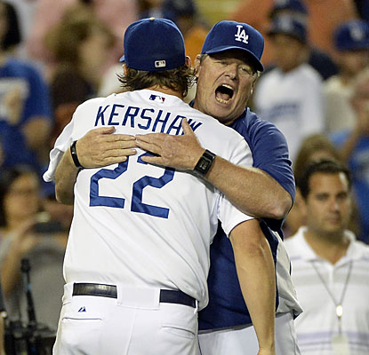 Dodgers pitching coach Rick Honeycutt embraces Clayton Kershaw, who takes his scoreless innings streak to 41. (USATSI)
