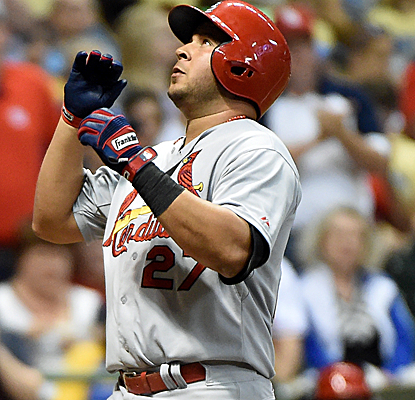 Jhonny Peralta connects for his team-high 14th homer as the Cardinals move to within one game of the Brewers.  (USATSI)
