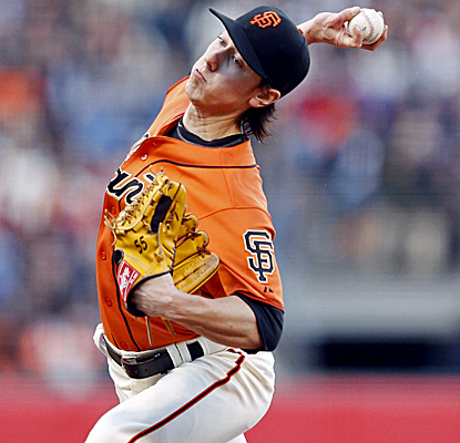 Tim Lincecum continues to pitch well, winning his fourth straight start as the Giants down the Padres.  (USATSI)
