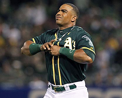 After hitting two home runs, Yoenis Cespedes hurts his thumb while falling during his fourth at-bat.  (USATSI)