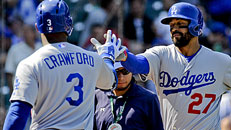Dodgers destroy Cubs