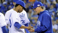 World Series: Royals tie it