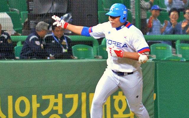 Jung-Ho Kang hit 39 home runs with a .364/.457/.733 slash line in Korea last season. (Getty Images)